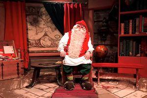 Biến đổi khí hậu khiến các ông già Noel 'nóng bức' trong dịp Giáng sinh