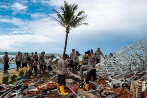 Số thương vong vì sóng thần ở Indonesia tăng lên gần 400 người