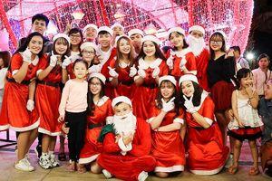 Người dân Đà Nẵng tưng bừng đón Giáng sinh