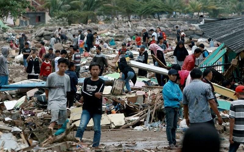 Sóng thần Indonesia: 280 người thiệt mạng, nhân viên cứu hộ cào đất đá tìm người