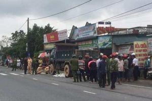 Quảng Trị: Xe tải đi lùi cuốn xe máy vào gầm, một phụ nữ tử vong trên quốc lộ