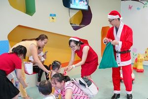 Ấm áp không khí Giáng sinh với các bệnh nhi