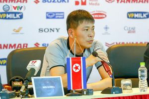 Trước trận giao hữu, HLV CHDCND Triều Tiên Kim Yong Jun ca ngợi sức mạnh của ĐT Việt Nam