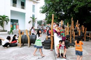 Ford Việt Nam góp sức xây dựng sân chơi tái chế cho trẻ em