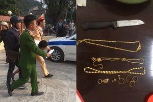 CSGT đi tuần thấy dân vây bắt cướp nên liền xông vào dùng võ thuật khống chế, giải cứu nữ giáo viên