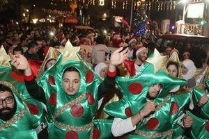 Người Syria tràn ra đường ăn mừng Giáng sinh trong hòa bình