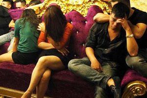 Sếp ngân hàng, nữ giáo viên thừa nhận dùng ma túy trong tiệc sinh nhật
