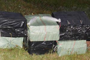 Đồn Biên phòng Vĩnh Nguơn thu giữ 1.700 gói thuốc lá lậu