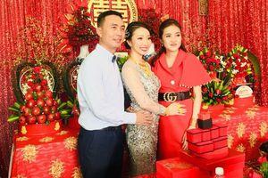 Đám cưới 'khủng': Cô dâu được tặng 10 tỷ đồng, đeo vàng trĩu cổ trong ngày vui