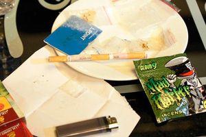 'Tiệc ma túy': Sau PGĐ ngân hàng và cô giáo, cán bộ kiểm lâm bị đình chỉ