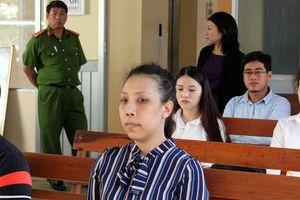 Hoãn phiên tòa xử nữ phóng viên đòi chi 700 triệu đồng để gỡ bài