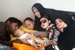Xót xa vợ chồng diễn viên cùng hai con lớn thiệt mạng trong thảm họa sóng thần để lại bé con 3 tháng tuổi