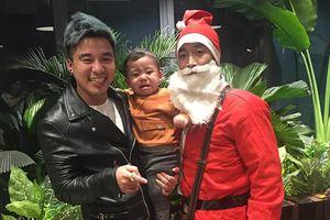 Dở khóc dở cười khi trẻ nhìn thấy ông già Noel: Bé khóc nấc không thành tiếng, có bé 'thảm thương' trông đến tội