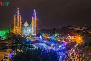 Nhộn nhịp không khí đón Giáng sinh tại Huế