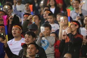 'Cổ động viên chuyên nghiệp không nên sử dụng kèn Vuvuzela'