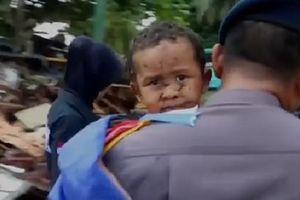 Cậu bé 5 tuổi thoát chết thần kỳ sau 12 giờ mắc kẹt dưới đống đổ nát