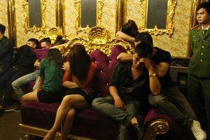 Cô giáo là người đưa 10 viên ma túy để 'bay, lắc' tại quán karaoke