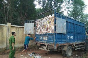 Bắt quả tang 7 xe chở rác từ Bình Dương qua Đồng Nai đổ trộm