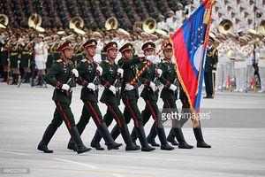 Im lặng suốt 10 năm, Quân đội Lào bất ngờ lớn mạnh
