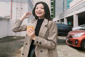 Nữ sinh Malaysia tuổi 15 kiếm bội tiền nhờ hot trên MXH