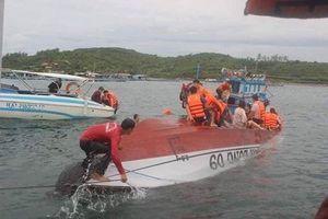 2 người thiệt mạng vì tàu cao tốc lật trong vịnh Nha Trang