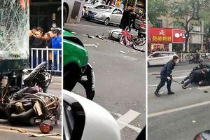 Tranh cãi với chính quyền địa phương, nghi phạm dùng dao cướp xe buýt tông người