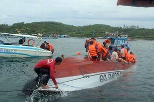 Lật tàu chở khách du lịch ở Nha Trang, 2 người chết