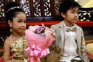 Cặp song sinh 6 tuổi được cho cưới vì tin là tình nhân kiếp trước