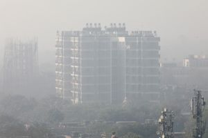 New Delhi: Người dân đóng cửa đón Giáng sinh, sân bay ngừng hoạt động vì ô nhiễm không khí nặng