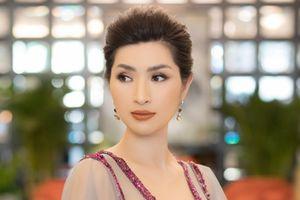 Ca Sĩ Nguyễn Hồng Nhung thay 3 đầm dạ hội lộng lẫy để quay hình quảng cáo