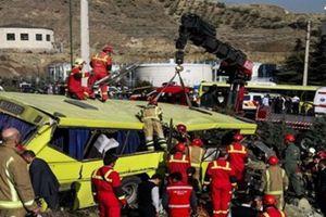 Iran: Xe buýt đâm vào cột bê tông, ít nhất 10 sinh viên thiệt mạng
