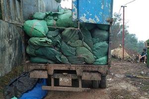 Đổ rác thải trộm gặp Công an, tài xế vứt xe bỏ chạy