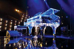 Tượng vàng Oscar và piano trong suốt