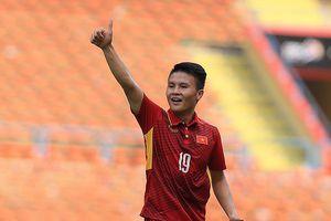 Quang Hải chạy đua 'VĐV tiêu biểu' với Bùi Thị Thu Thảo