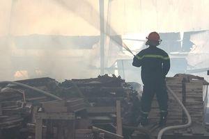 Người dân chưa hết hốt hoảng kể lại vụ cháy xưởng gỗ