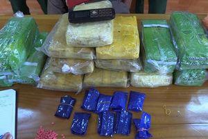 Bắt giữ người đàn ông vận chuyển ma túy qua biên giới Việt Nam