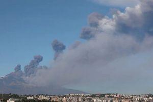 Sicily rung chuyển vì động đất sau khi núi lửa phun