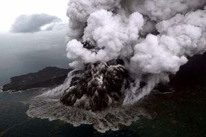 Núi lửa Indonesia có thể đổ sập