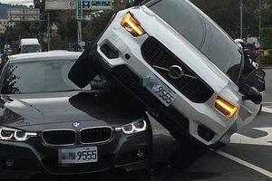 Trong cơn cuồng ghen, vợ lái xe 'trèo' lên nóc BMW của chồng