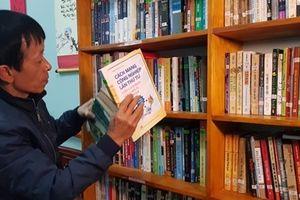 Thầy giáo làng gây dựng hàng trăm tủ sách miễn phí cho học sinh
