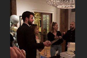 Miley Cyrus bất ngờ chia sẻ ảnh lễ cưới cảm động với Liam Hemsworth