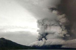 Indonesia nâng mức cảnh báo hoạt động của núi lửa Anak Krakatau
