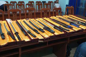 Đánh sập đường dây buôn bán súng, khiếm Nhật 'cực khủng' của hai thanh niên ở Sài Gòn