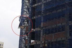 Thang máy bị bung khung sắt: Nam công nhân rơi xuống đất tử vong