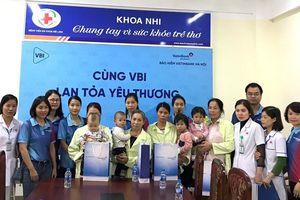 VBI Hà Nội sẻ chia yêu thương cho bệnh nhân nghèo