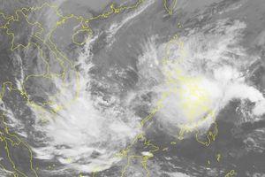 Áp thấp nhiệt đới tiếp tục tăng tốc