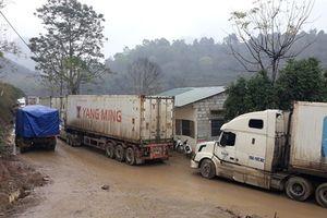 Cao Bằng: Xe hàng mắc kẹt nhiều km đường vào cửa khẩu Lý Vạn