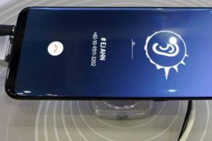 Samsung sắp trình diễn công nghệ 'tận diệt' viền và notch, iPhone XS Max đợi đấy!