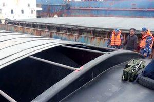 Vùng Cảnh sát biển 1: Tạm giữ tàu chở hàng và 500 tấn than không rõ nguồn gốc