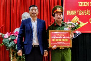 Đà Nẵng khen thưởng ban chuyên án triệt phá đường dây người Trung Quốc tổ chức đánh bạc qua mạng